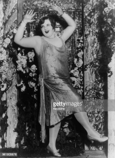 American singer Kate Smith dances the Charleston in Eddie Dowling's new revue 'Honeymoon Lane' 1926 She was discovered by Dowling singing and dancing...