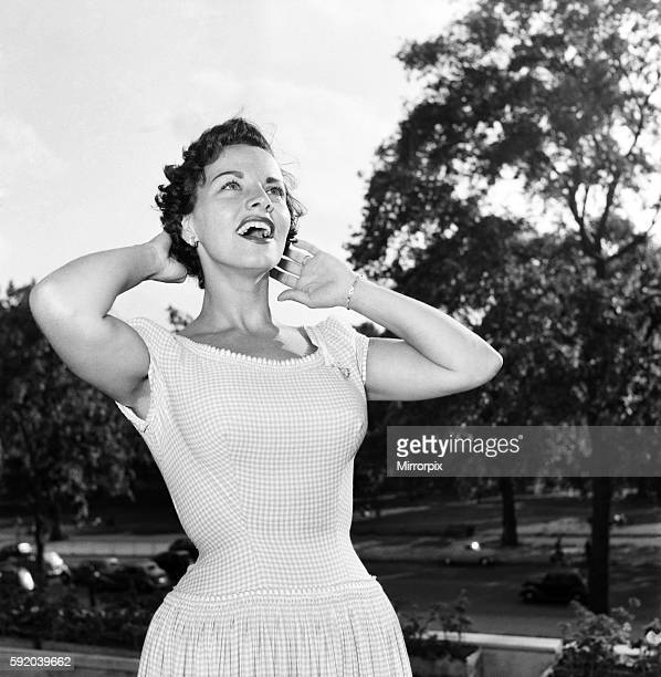 American singer Kay Starr at the Dochester Hotel. August 1953 D5108-001
