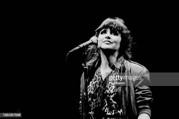 American singer Linda Ronstadt performs on stage at the Poplar Creek Music Theater in Hoffman Estates, Illinois, July 26, 1981.