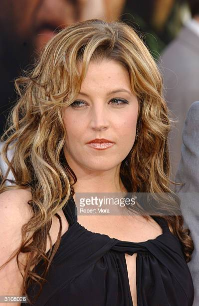 American singer Lisa Marie Presley, the daughter of Elvis and Priscilla Presley, attends the Los Angeles premiere of 'Windtalkers' at Grauman's...