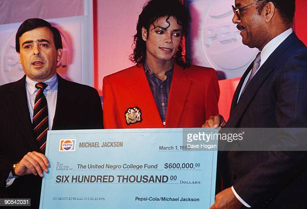 American singer Michael Jackson presents a 600000 dollar check to the United Negro College Fund at a press conference held by his sponsor Pepsi New...