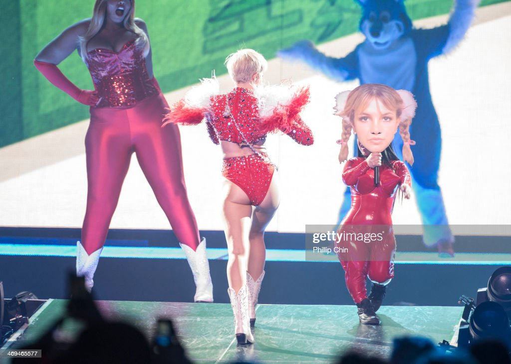 "Miley Cyrus ""Bangerz Tour"" - Tour Opener - Vancouver, BC : News Photo"