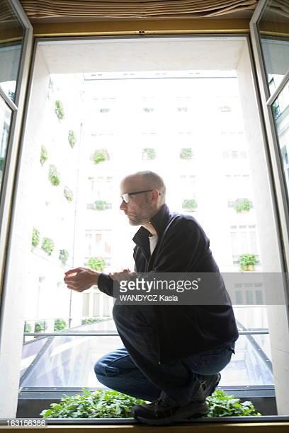 American Singer Moby In Paris Paris 12 avril 2011 séance photo avec MOBY à l'hôtel Hyatt à l'occasion de la sortie de son nouvel album 'Destroyed'...