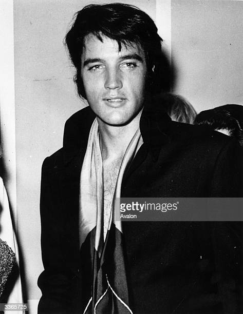 elvis presley 1977 stock fotos und bilder getty images. Black Bedroom Furniture Sets. Home Design Ideas