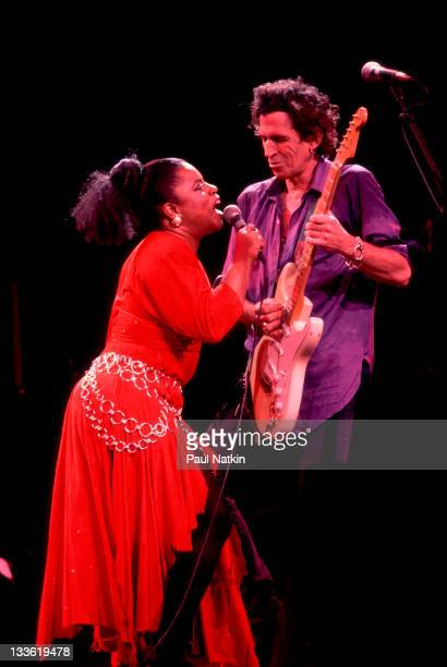 American singer Sarah Dash and British musician Keith Richards of the Xpensive Winos perform on stage during their 'Main Offender' tour early 1993