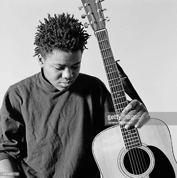 American singer, songwriter and guitarist Tracy Chapman in New York City, 1989.