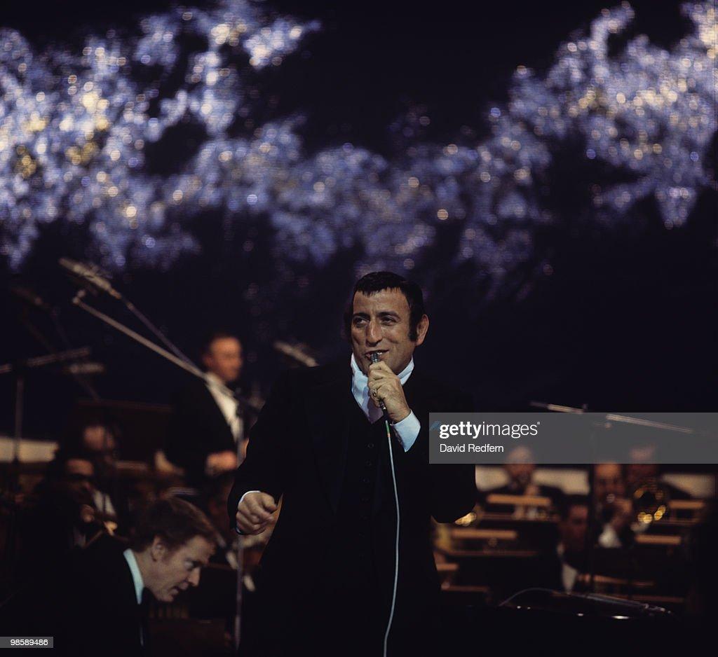 Tony Bennett Performs On Stage : Fotografía de noticias
