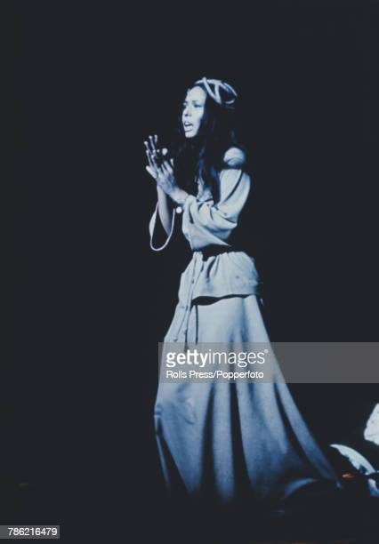 American singer Yvonne Elliman plays the part of Mary Magdalene in the Broadway production of the musical rock opera 'Jesus Christ Superstar' at the...