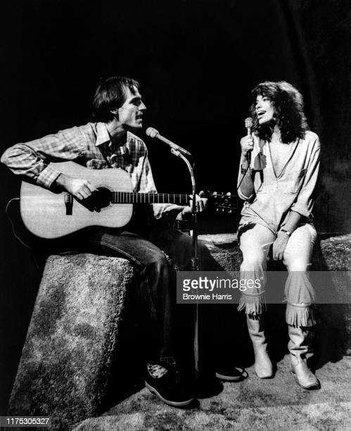 American singers and songwriters James Taylor and Carly Simon New York New York October 14 1977