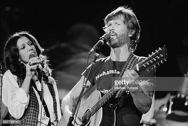 American singers Rita Coolidge and Kris Kristofferson perform 'Fallen Angels' at 'The Music for UNICEF Concert A Gift of Song' benefit concert held...