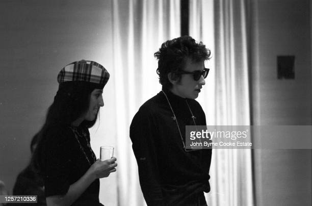 American singer-songwriter, author, and visual artist Bob Dylan and American singer and musician Joan Baez at the Philharmonic Hall, New York City,...