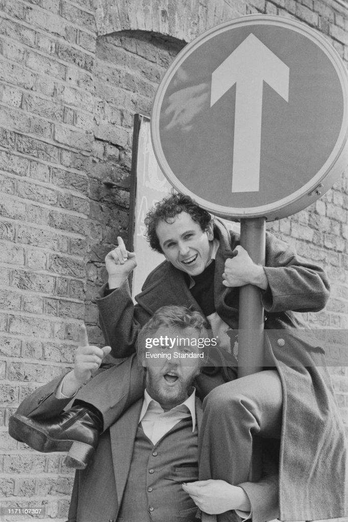 Harry Nilsson and Wayne Sleep : News Photo