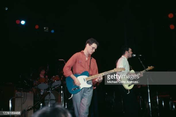 American singer-songwriter Marshall Crenshaw alongside American singer-songwriter Steve Forbert in concert, circa 1985.
