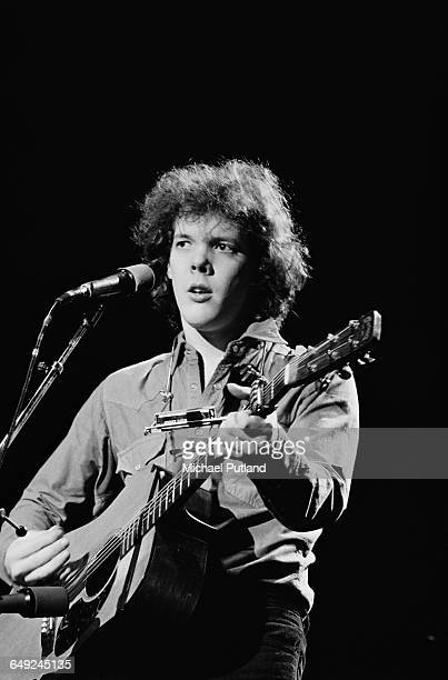 American singer-songwriter Steve Forbert performing in Los Angeles, 8th March 1980.