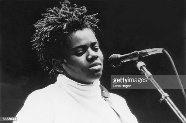 American singer-songwriter Tracy Chapman, 1988.