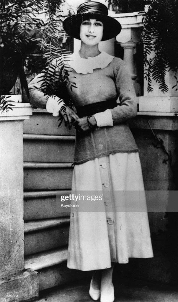 American socialite Wallis Spencer (nee Bessie Wallis Warfield) (1896 - 1986) wife of US navy officer Lieutenant Earl Winfield Spencer, in California. The marriage was dissolved in 1927 and she later became Duchess of Windsor after her marriage to Edward VIII in 1937.