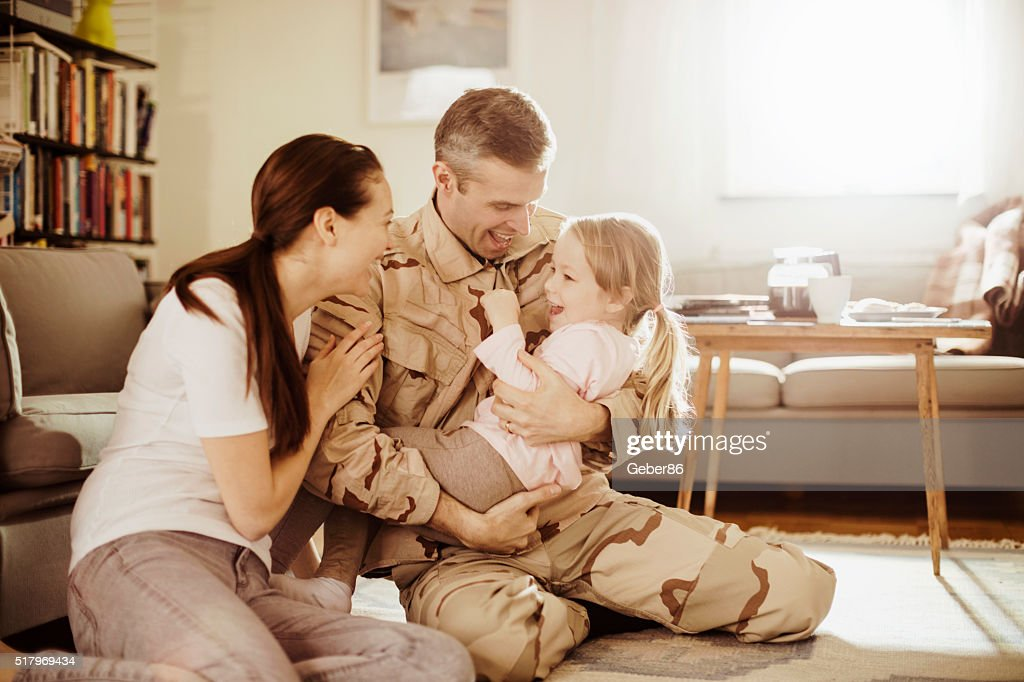 American soldier finally at home with his family : Stock Photo