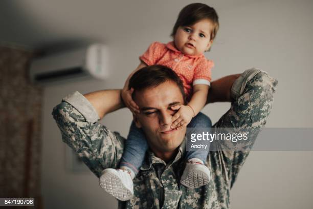 American soldier finally at home with his family