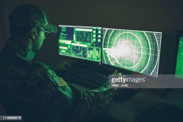 本社コントロールセンターにおけるアメリカン・ソルジャー - 米軍 ストックフォトと画像