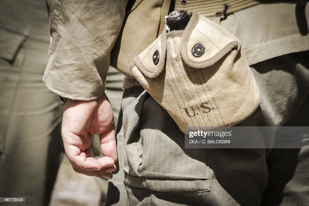 American soldier's flask... : News Photo