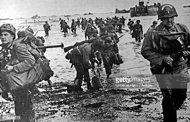 American soldiers go ashore during the Normandy landings. Landing operations on Tuesday, 6 June 1944 of the Allied invasion of Normandy in Operation...