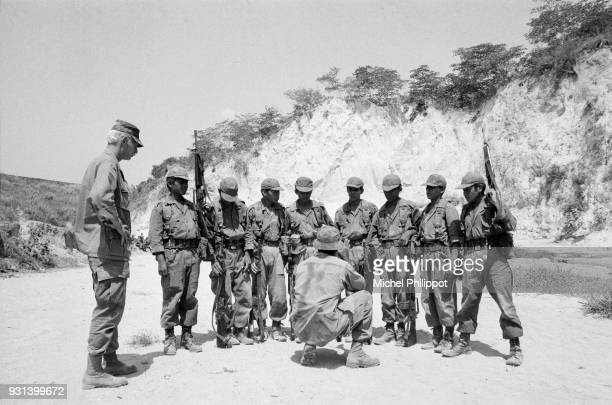 American soldiers train the soldiers of the El Salvadoran regular army during the civil war