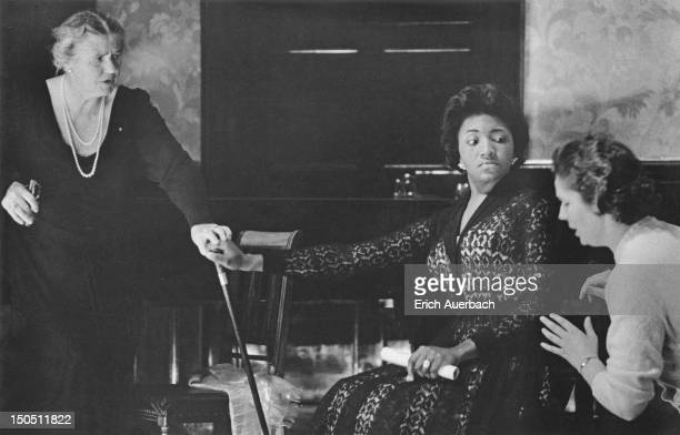 American soprano Grace Bumbry in a masterclass given by German opera singer Lotte Lehmann at the Wigmore Hall, London, 4th May 1959.