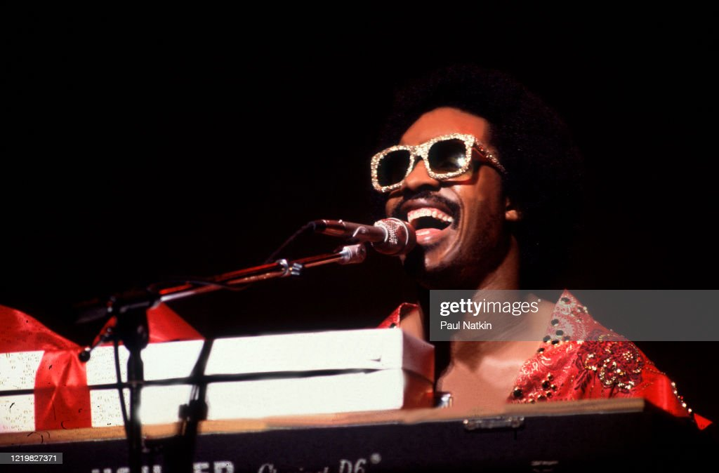 Stevie Wonder Performs At The Auditorium Theater : News Photo