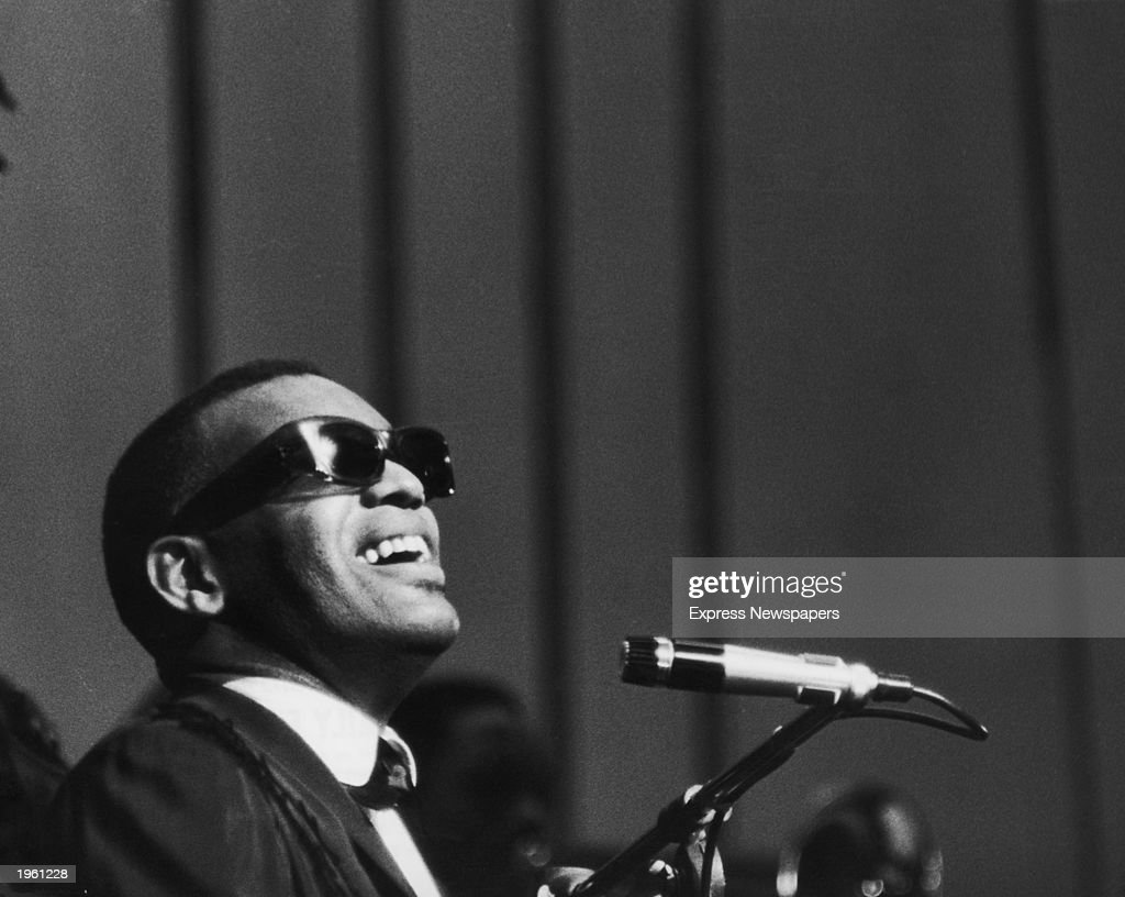 Ray Charles Perfoming In London.  : News Photo