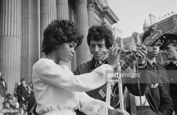 American soul singer PP Arnold sings with British blues musician Alexis Korner at an anti HBomb demonstration near St Paul Cathedral London UK 15th...