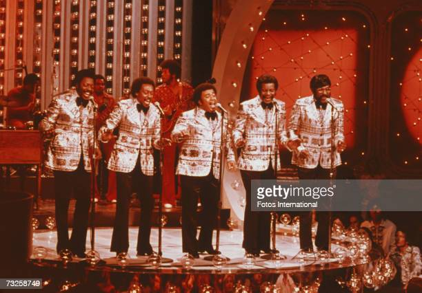 American soul vocal group The Spinners perform on the NBC TV show The Midnight Special circa 1975 Left to right Henry Fambrough Bobbie Smith Billy...