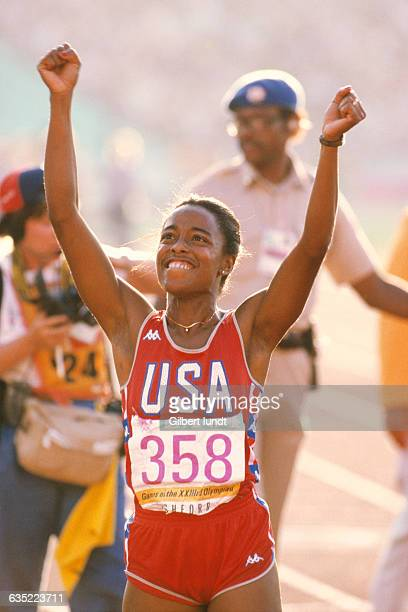 American star sprinter Evelyn Ashford celebrates at the Los Angeles Coliseum during the 1984 Summer Olympic Games after winning the gold medal in the...