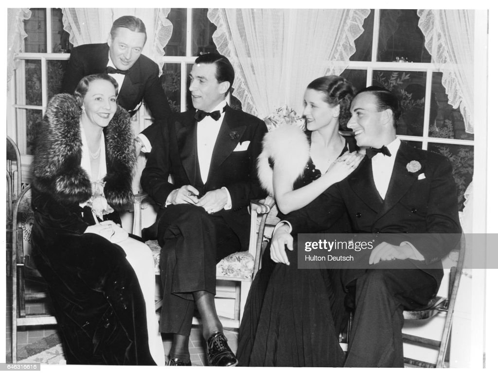 American stars (from left to right) Rita Kauffman, Edmund Lowe, Walter Pidgeon, Mary Howard and Lloyd Pontages at a dinner at Raul Walsh's home, ca. 1935.