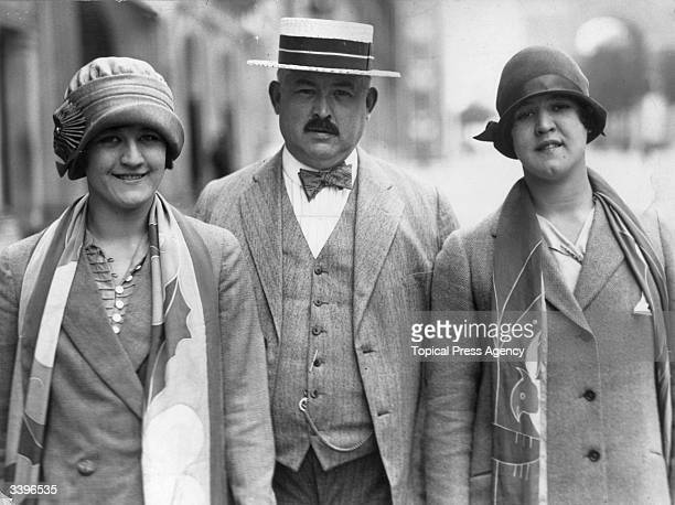 American swimmer Gertrude Ederle poses with her father Henry Ederle and sister Mrs Margaret Deuschle England August 7 1926 On August 6 she became the...