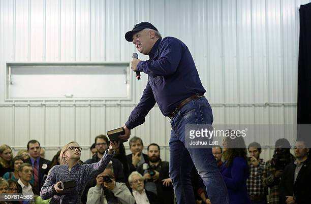 American television personality and radio host Glenn Beck hands his daughter a copy of a Don Quixote book as he talks about Republican presidential...