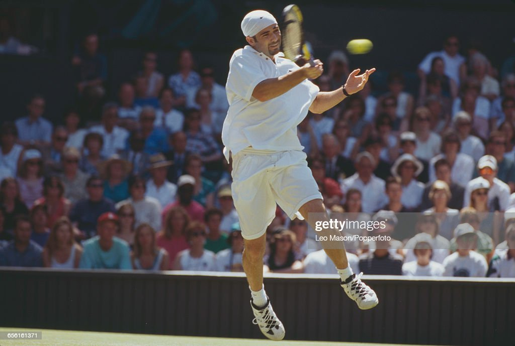 Andre Agassi At 1995 Wimbledon Championships : Nachrichtenfoto