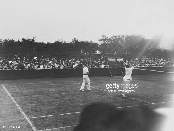 American tennis player Elizabeth Ryan partners British tennis player Arthur Gore against Stanley Doust and Dorothea Lambert Douglass Chambers in the...