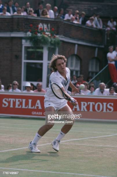 singles in artois 1999 stella artois championships – singles topic scott draper was the defending champion but lost in the third round to sargis sargsian  pete sampras won in the final 6–7 , 6–4, 7–6 against tim henman  this was the only year in which roger federer competed in this tournament seeds the top eight seeds received a bye to the second round.