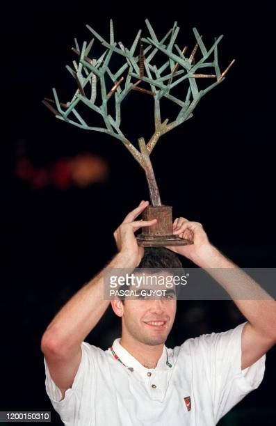 American tennis player Pete Sampras holds the Winner's Trophy here 5 november 1995 at the end of the Men's final of the Paris Indoor Open.