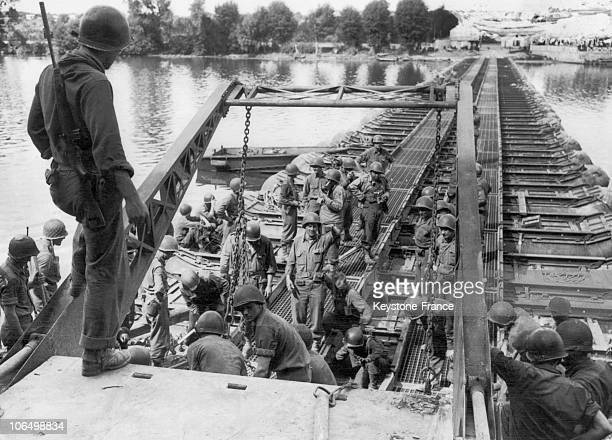 American Troops Crossing Over The Seine By Way Of Pontoons To Reach Paris, Between June 6 And August 25, 1944.