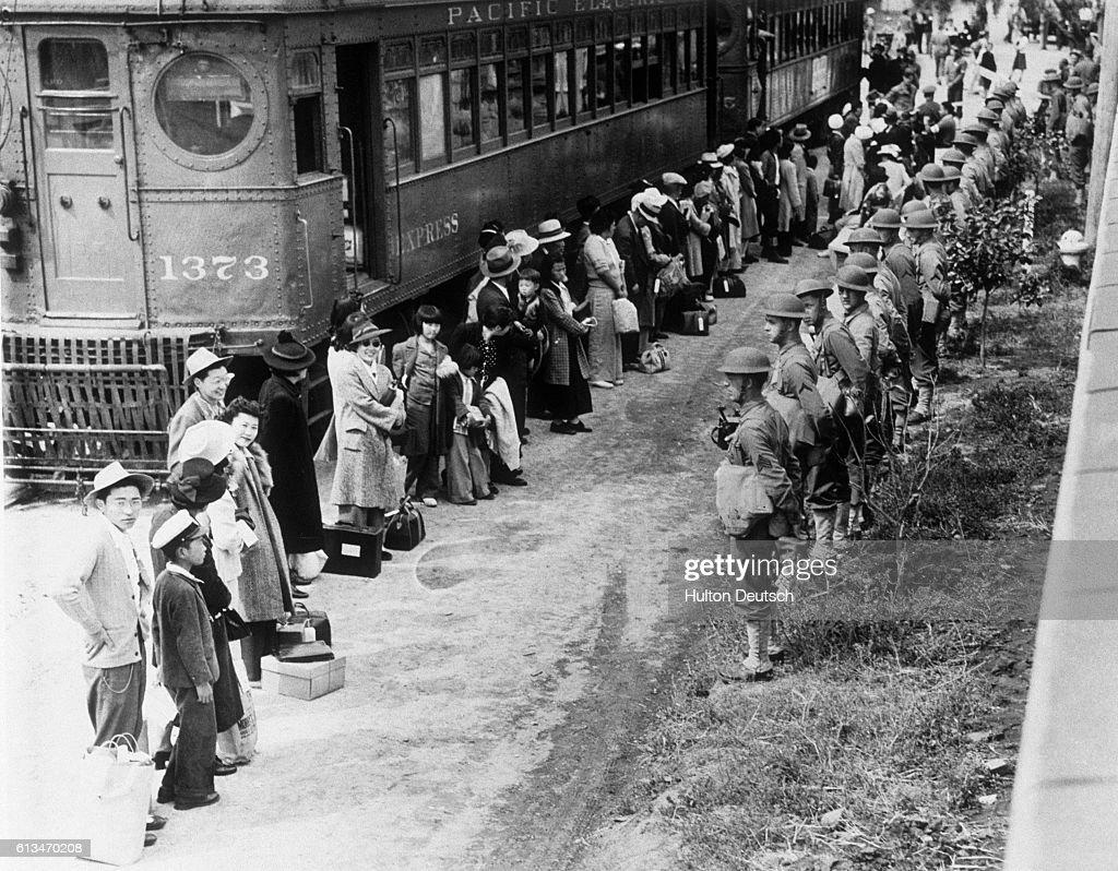 Japanese American Internees During World War II : News Photo