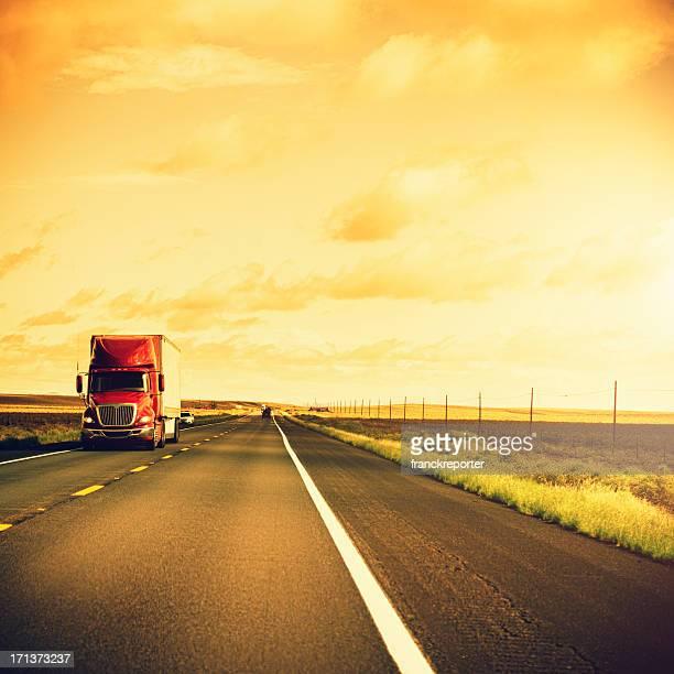 American camión en la route 66 de los Estados Unidos