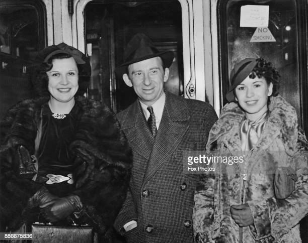 American vaudeville star Roscoe Ates arrives in London with his stage partner and future wife Barbara Ray and actress Lita Grey Chaplin the exwife of...