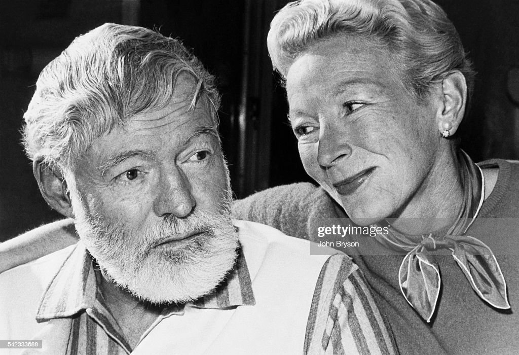 American writer and journalist Ernest Hemingway and his wife,... Foto di attualità - Getty Images