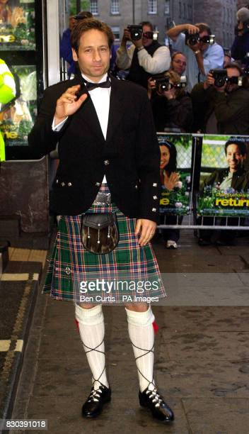 American XFiles star and lead actor David Duchovny arrives at the premiere of his film Return to Me attended by the Prince of Wales at the Odeon...