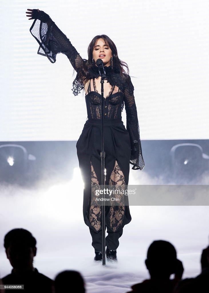 Camila Cabello Performs At Orpheum : Nachrichtenfoto