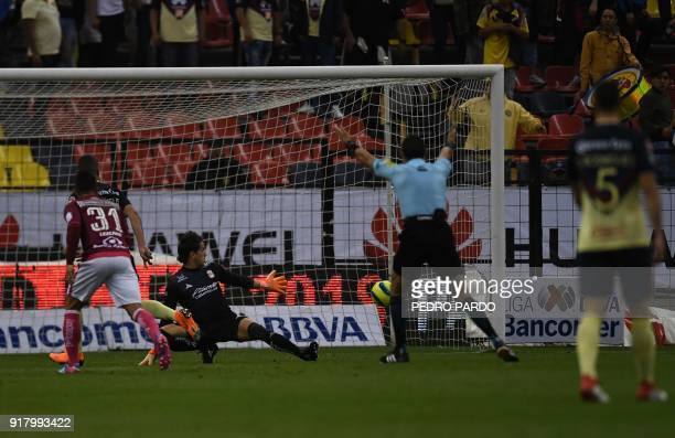 America´s Colombian midfielder Andres Uribe scores his second goal against Morelia during their Mexican Clausura tournament football match at Azteca...