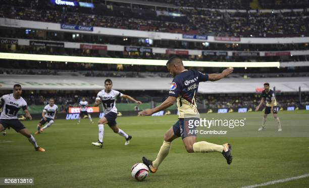 America's defender defender Miguel Samudio controls the ball during their Mexican Apertura tournament football match against Pumas at the Azteca...