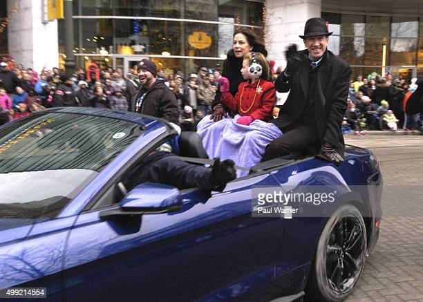 America's Thanksgiving Day Parade Grand Marshal Tim Allen his wife Jane Hajduk and their 6yearold daughter Elizabeth wave to the crowd during the...