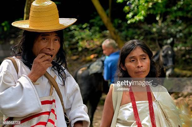 amerindian casal na colômbia - cultura indígena imagens e fotografias de stock